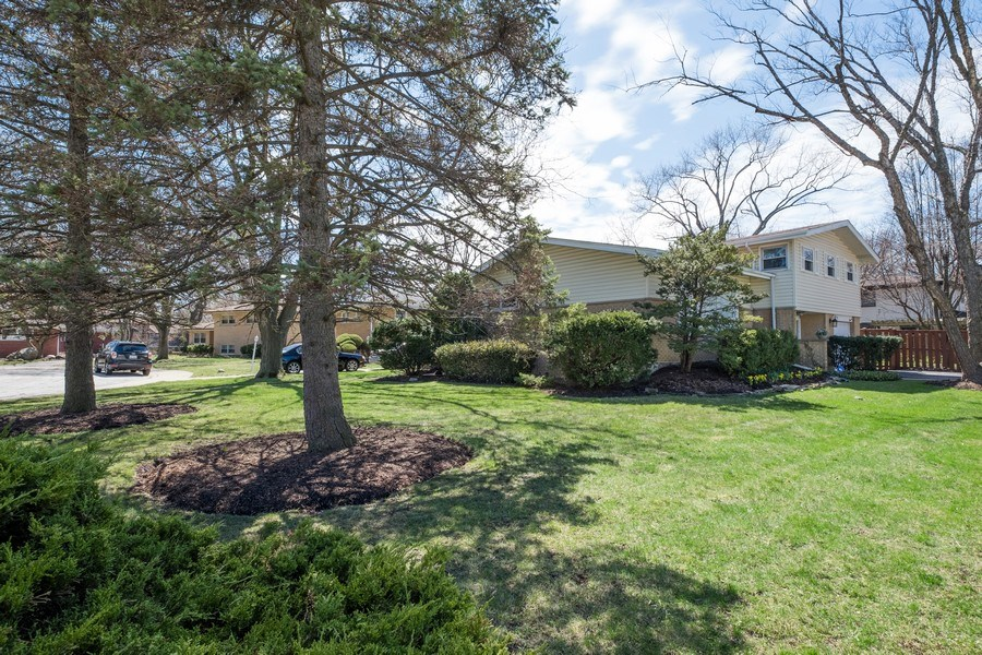 Real Estate Photography - 829 Lacrosse Ave, Wilmette, IL, 60091 - Front View