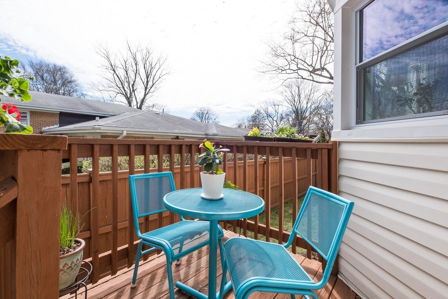 Real Estate Photography - 829 Lacrosse Ave, Wilmette, IL, 60091 - Deck