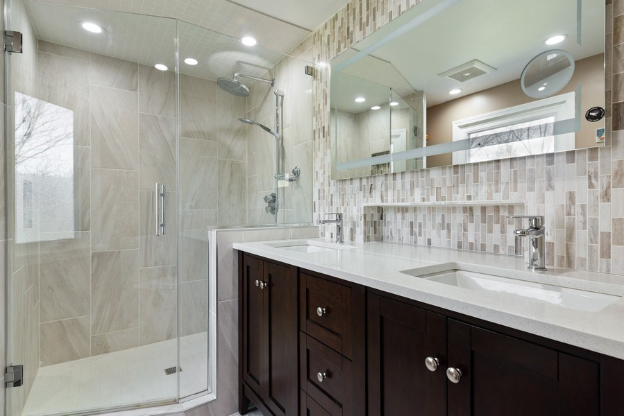 Real Estate Photography - 2423 Happy Hollow, Glenview, IL, 60026 - Master Bathroom