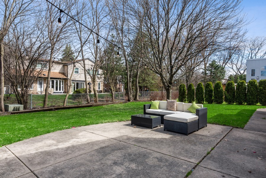 Real Estate Photography - 2423 Happy Hollow, Glenview, IL, 60026 - Back Yard