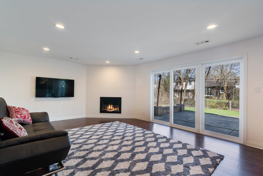 Real Estate Photography - 2423 Happy Hollow, Glenview, IL, 60026 - Family Room