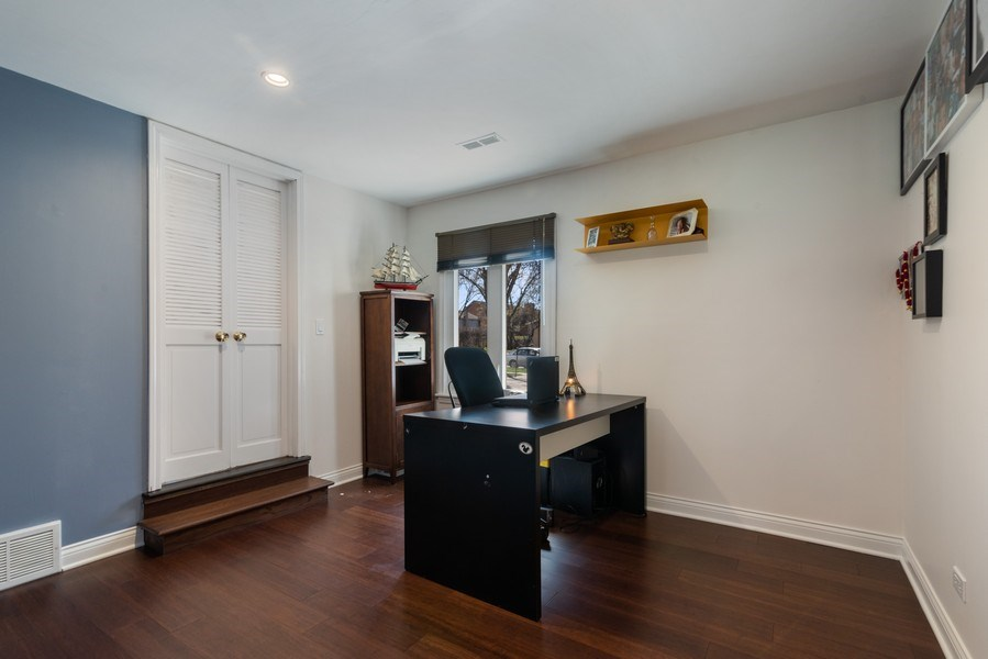 Real Estate Photography - 2423 Happy Hollow, Glenview, IL, 60026 - Office