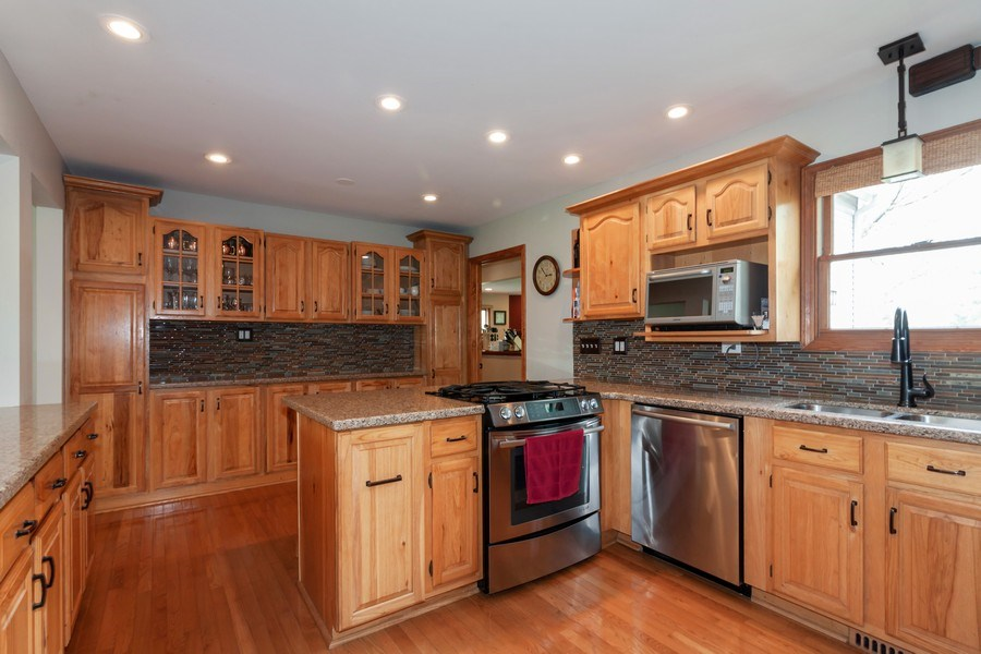 Real Estate Photography - 1S155Myrtle Avenue, Oakbrook Terrace, IL, 60181 - Kitchen