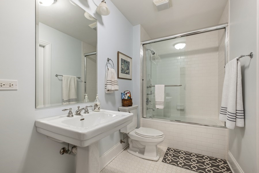 Real Estate Photography - 1549 Stratford Road, Deerfield, IL, 60015 - En-suite baths in all bedrooms
