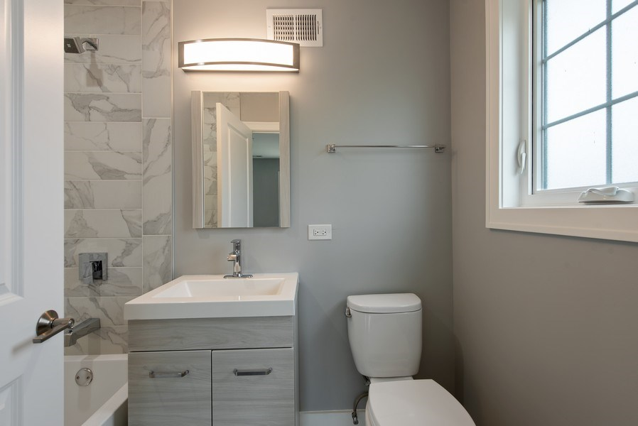 Real Estate Photography - 13 Stacy Ct, Glenview, IL, 60025 - 3rd Bathroom