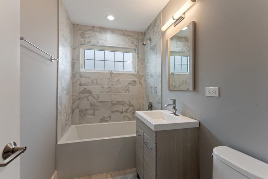 Real Estate Photography - 13 Stacy Ct, Glenview, IL, 60025 - 5th Bathroom