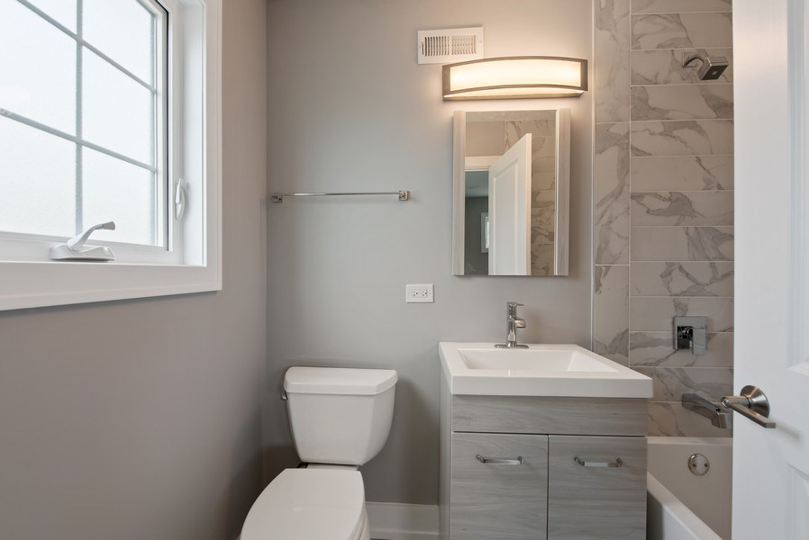 Real Estate Photography - 13 Stacy Ct, Glenview, IL, 60025 - 2nd Bathroom