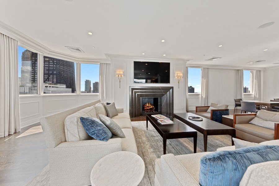 Real Estate Photography - 990 N Lake Shore Dr, 26D, Chicago, IL, 60611 - Community room