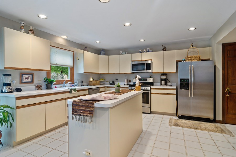 Real Estate Photography - 2451 Walden Ln, Arlington Heights, IL, 60004 - Kitchen