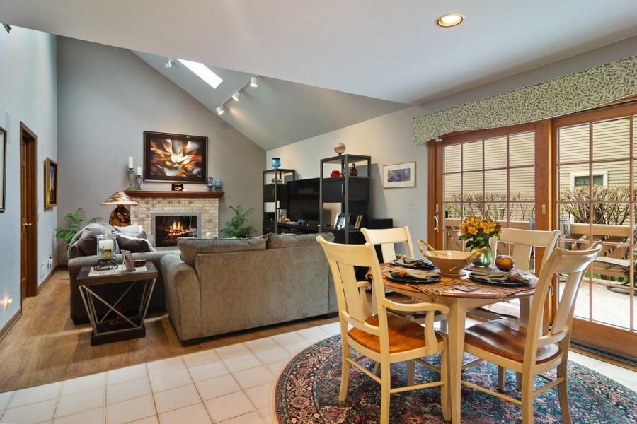 Real Estate Photography - 2451 Walden Ln, Arlington Heights, IL, 60004 - Breakfast Nook