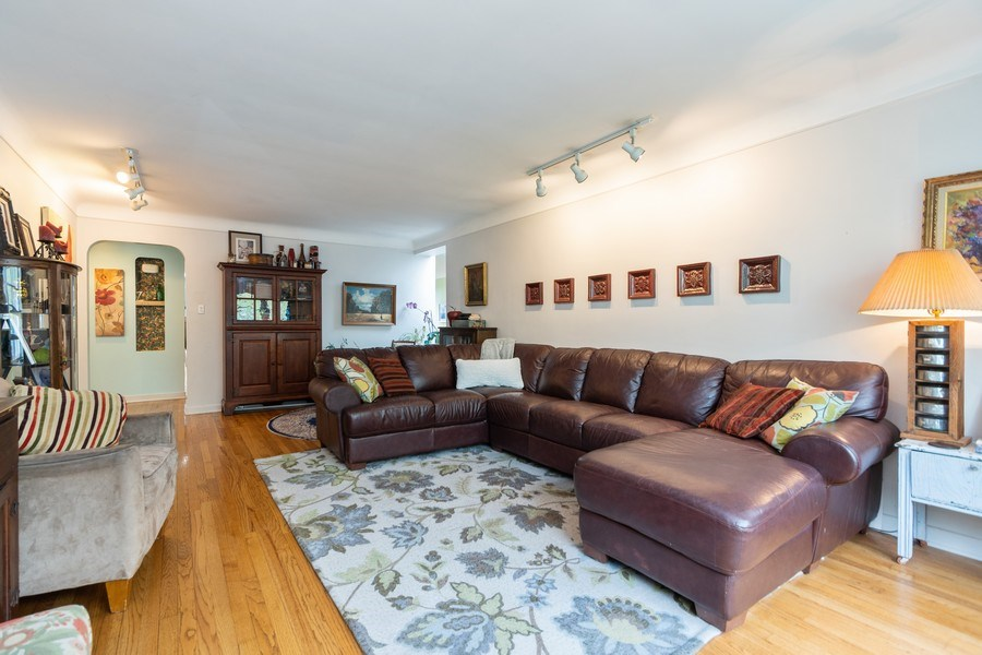 Real Estate Photography - 2303 Hutchison, Flossmoor, IL, 60422 - Living Room