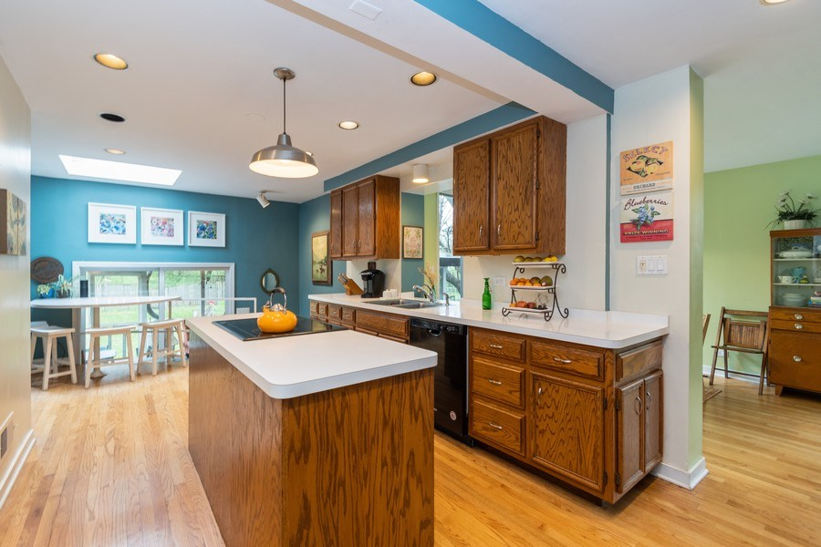 Real Estate Photography - 2303 Hutchison, Flossmoor, IL, 60422 - Kitchen