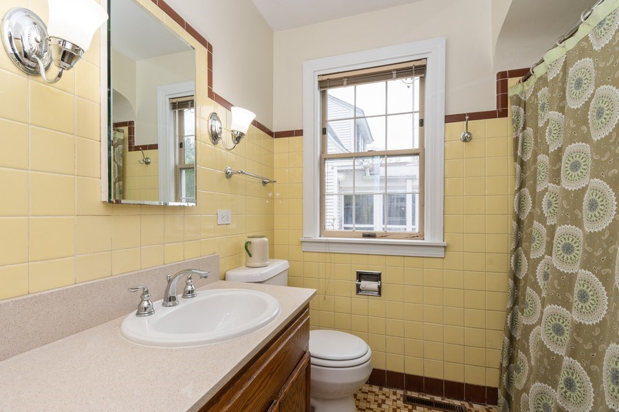 Real Estate Photography - 2303 Hutchison, Flossmoor, IL, 60422 - Bathroom