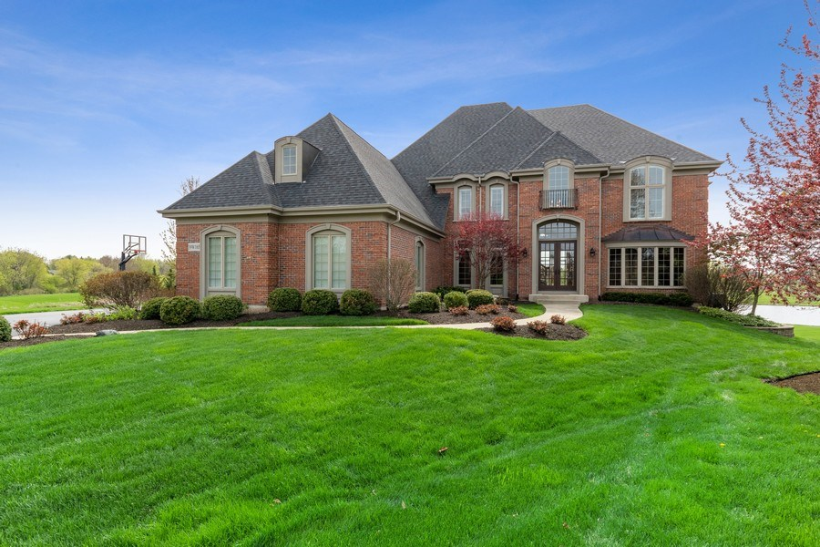 Real Estate Photography - 39W165 Longmeadow Ln, St. Charles, IL, 60175 - Front View