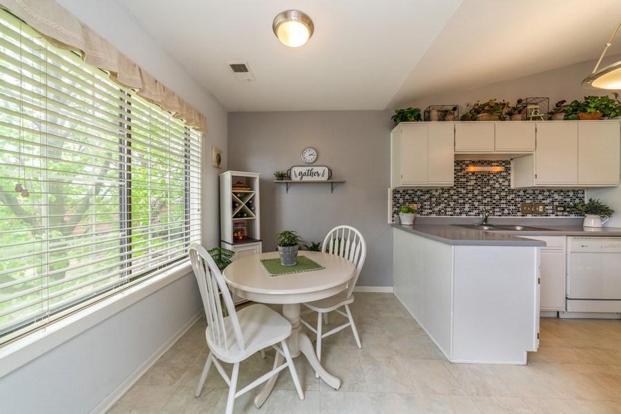 Real Estate Photography - 4120 N Mallard Drive, Unit 4, Arlington Heights, IL, 60004 - Breakfast Area