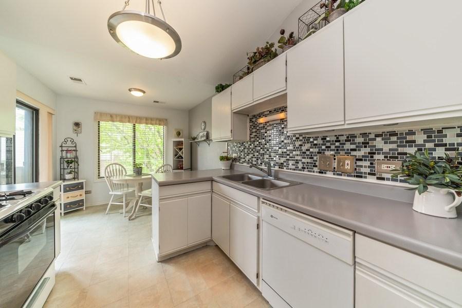 Real Estate Photography - 4120 N Mallard Drive, Unit 4, Arlington Heights, IL, 60004 - Kitchen