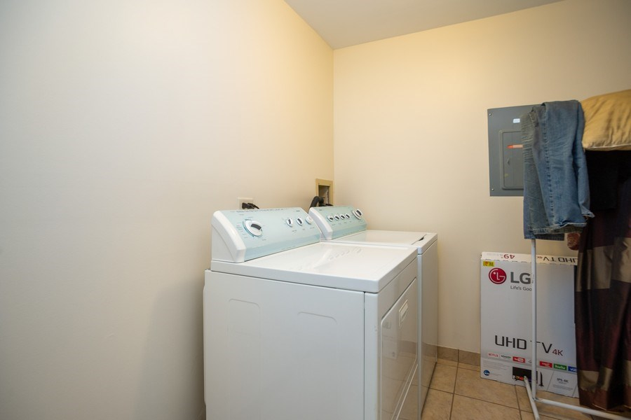 Real Estate Photography - 826 knottingham dr 2B, schaumburg, IL, 60193 - Laundry Room