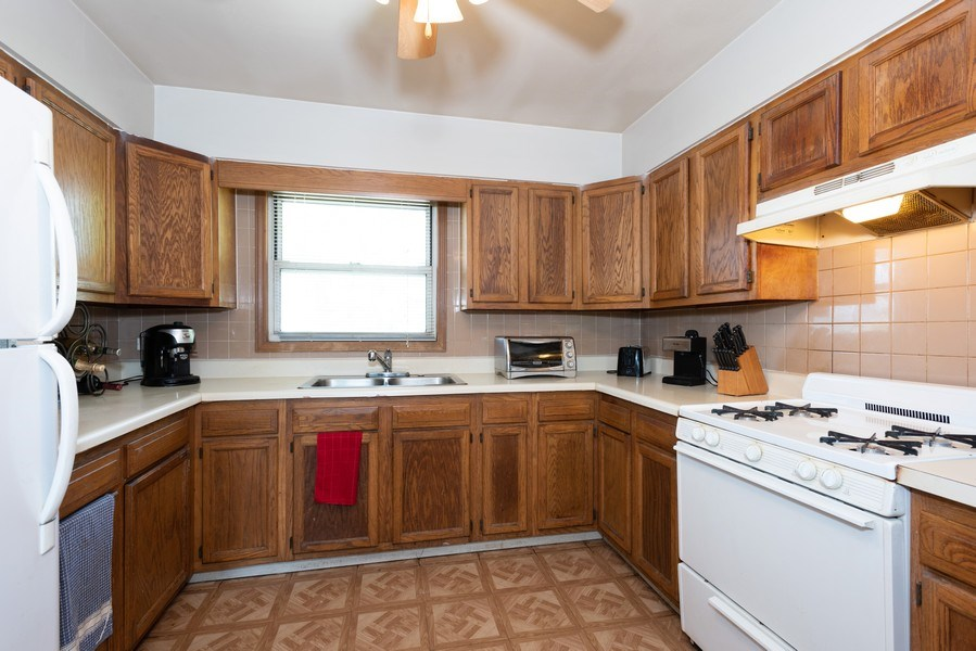 Real Estate Photography - 2N047 Edgewood Ave, Lombard, IL, 60148 - Kitchen