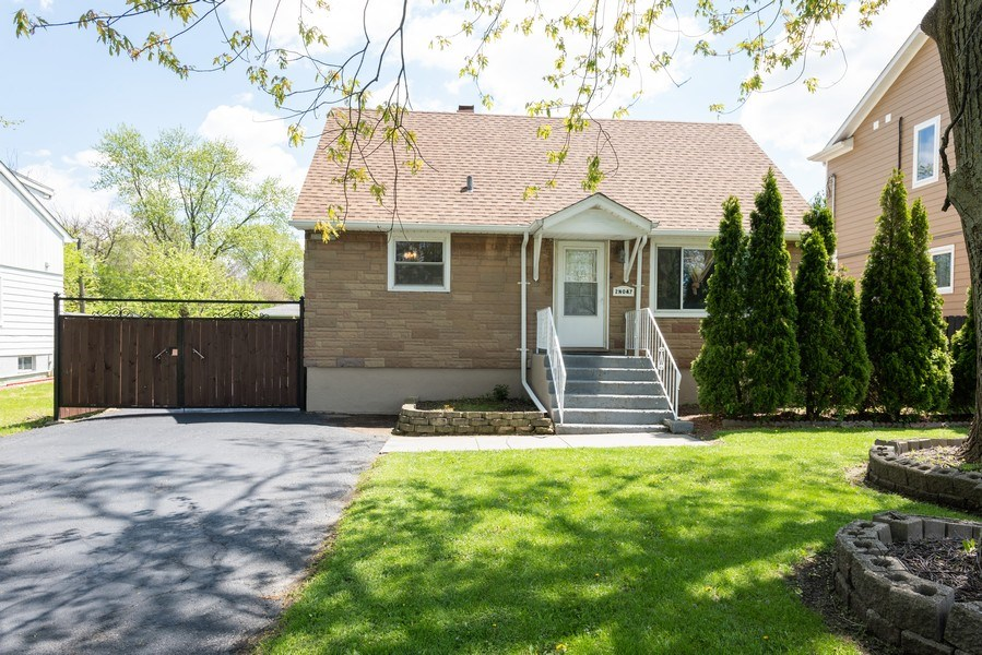 Real Estate Photography - 2N047 Edgewood Ave, Lombard, IL, 60148 - Front View