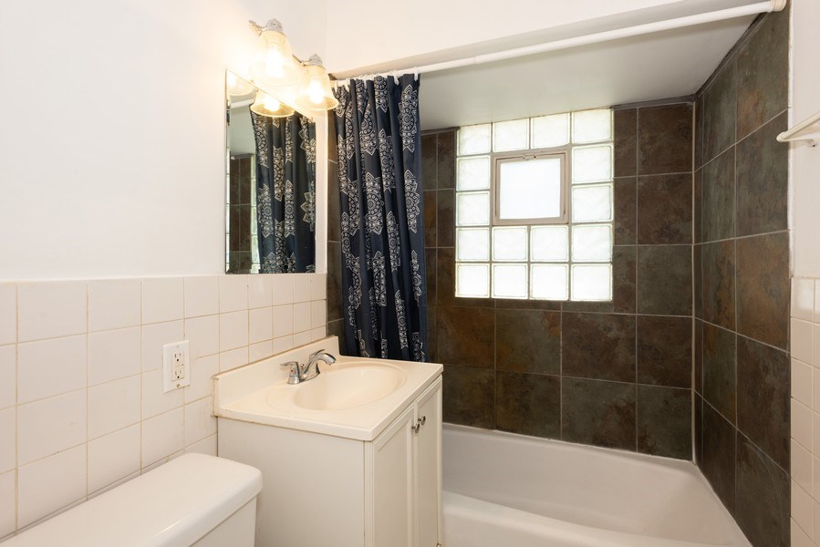 Real Estate Photography - 2N047 Edgewood Ave, Lombard, IL, 60148 - Bathroom