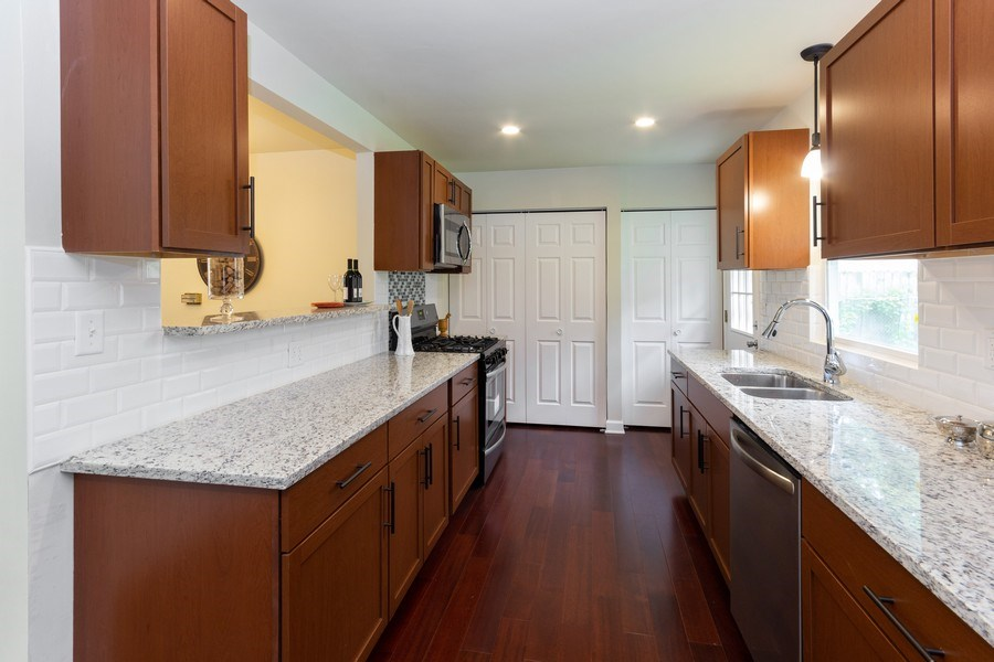 Real Estate Photography - 107 Dolores ST, Oswego, IL, 60543 - Kitchen