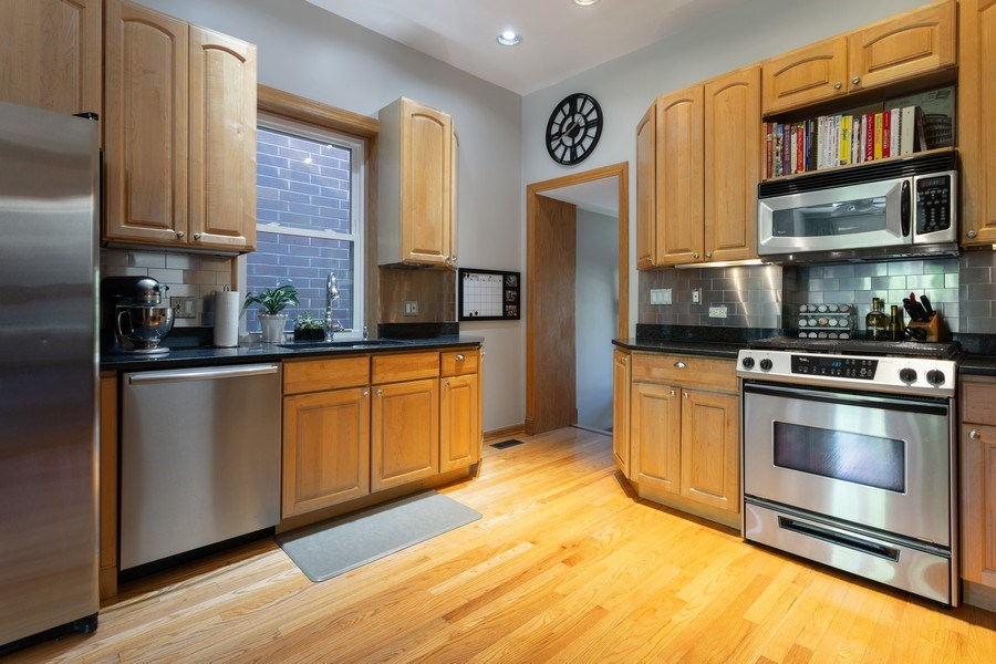 Real Estate Photography - 2432 W Huron St, Chicago, IL, 60612 - Kitchen