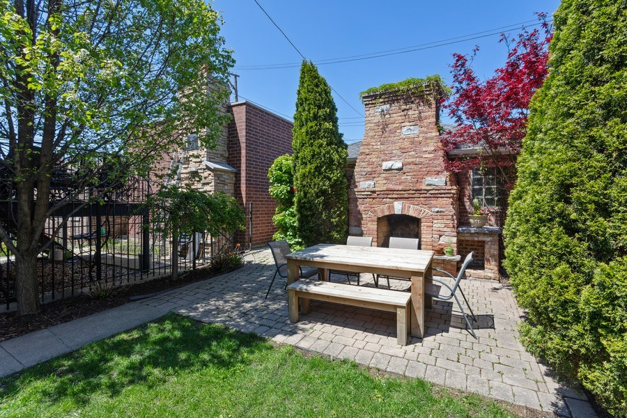 Real Estate Photography - 2432 W Huron St, Chicago, IL, 60612 - Back Yard