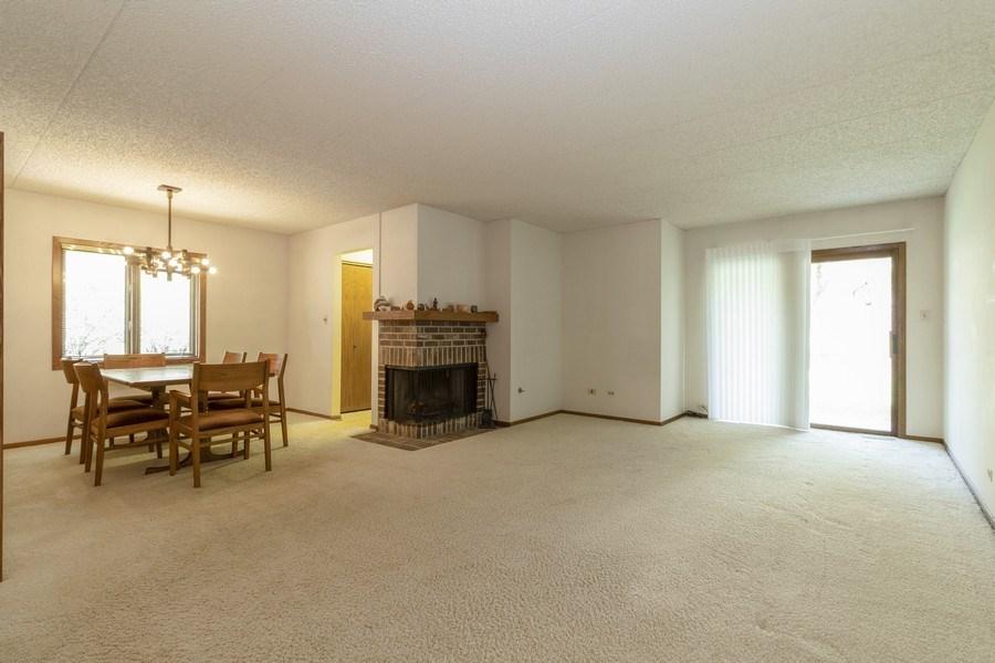 Real Estate Photography - 8140 W Brookside Dr, Unit 101, Palos Park, IL, 60464 - Living Room