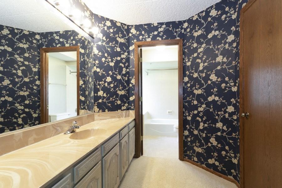 Real Estate Photography - 8140 W Brookside Dr, Unit 101, Palos Park, IL, 60464 - Master Bathroom