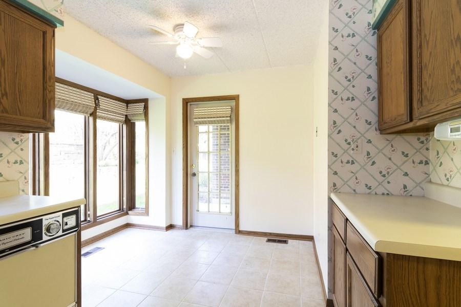 Real Estate Photography - 8140 W Brookside Dr, Unit 101, Palos Park, IL, 60464 - Kitchen
