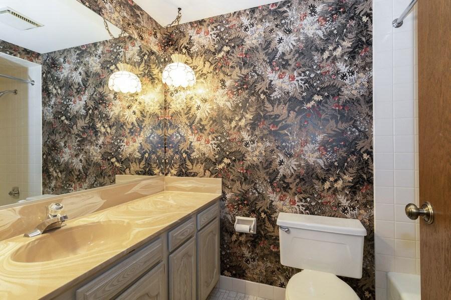 Real Estate Photography - 8140 W Brookside Dr, Unit 101, Palos Park, IL, 60464 - Bathroom