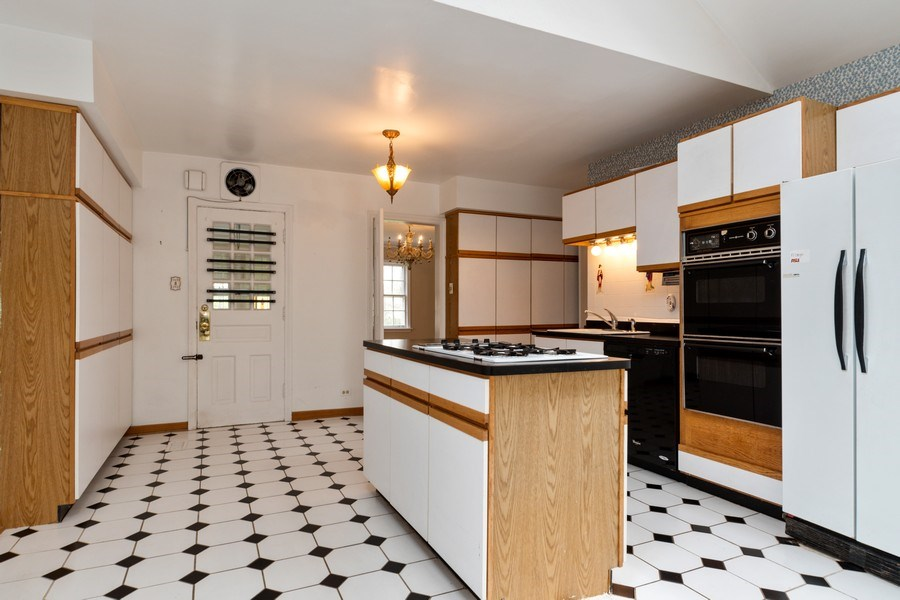 Real Estate Photography - 12420 S Iroquois Rd, Palos Park, IL, 60464 - Kitchen