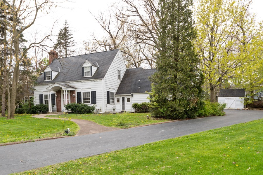 Real Estate Photography - 12420 S Iroquois Rd, Palos Park, IL, 60464 - Front View