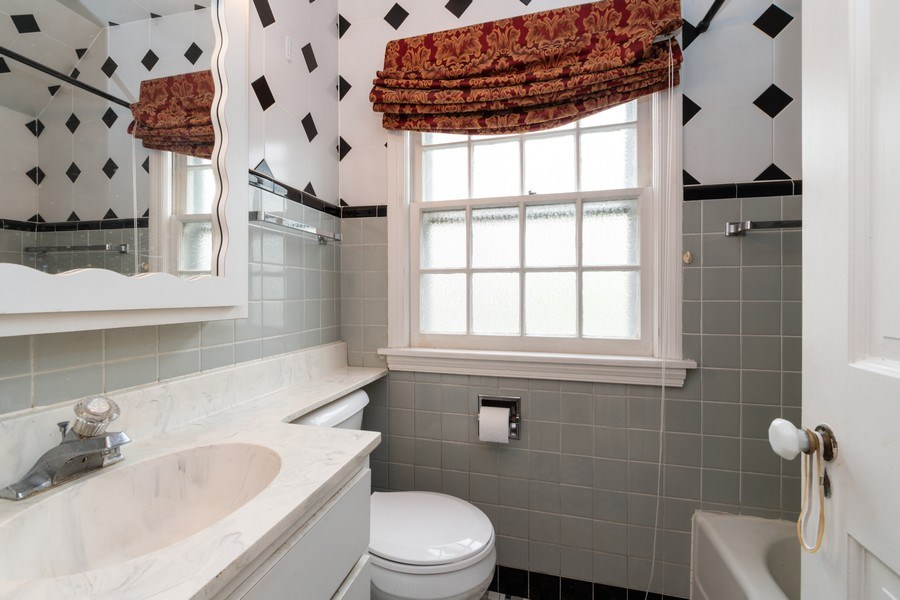 Real Estate Photography - 12420 S Iroquois Rd, Palos Park, IL, 60464 - Bathroom