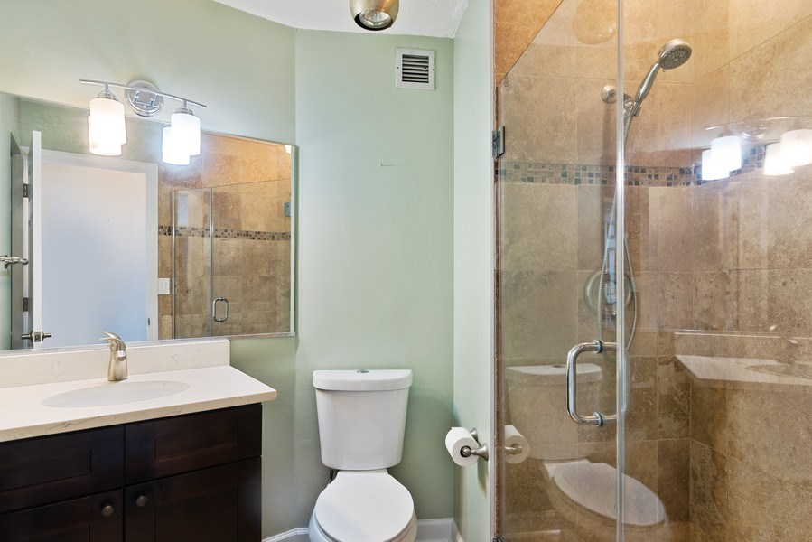Real Estate Photography - 3925 Triumvera, Glenview, IL, 60025 - 2nd Bathroom