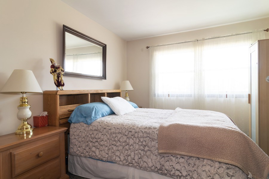 Real Estate Photography - 1574 Brookside Dr., Hoffman Estates, IL, 60194 - Guest Bedroom