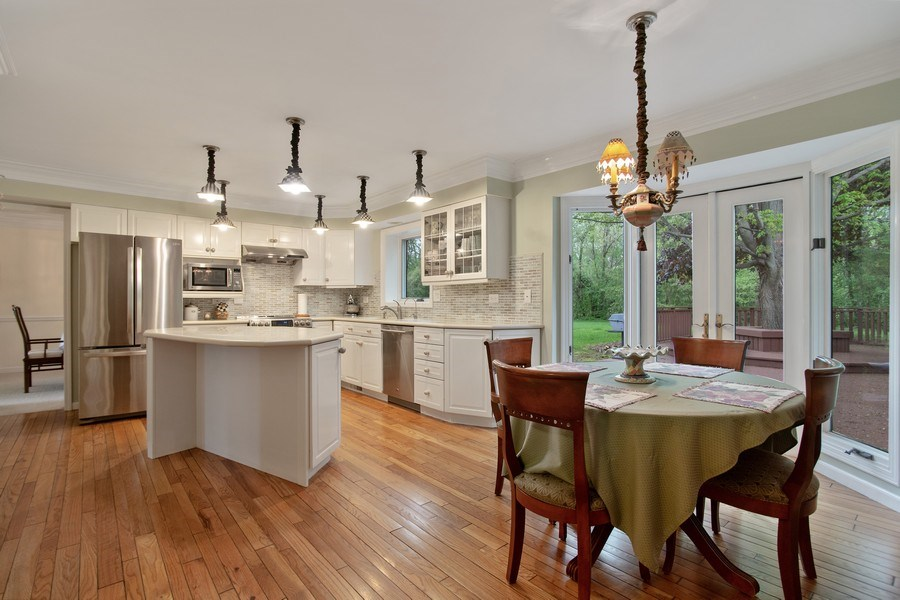 Real Estate Photography - 105 Medinah lane, Barrington, IL, 60010 - Dining Area