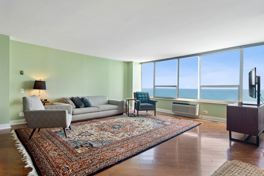 Real Estate Photography - 6101 N Sheridan Rd East unit 29-B, Chicago, IL, 60660 - Living Room
