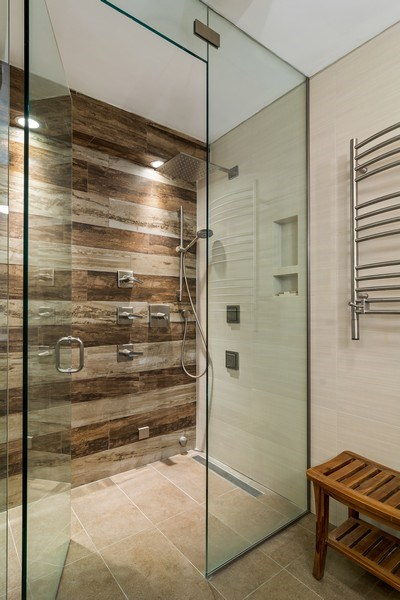 Real Estate Photography - 6101 N Sheridan Rd East unit 29-B, Chicago, IL, 60660 - Master Bathroom