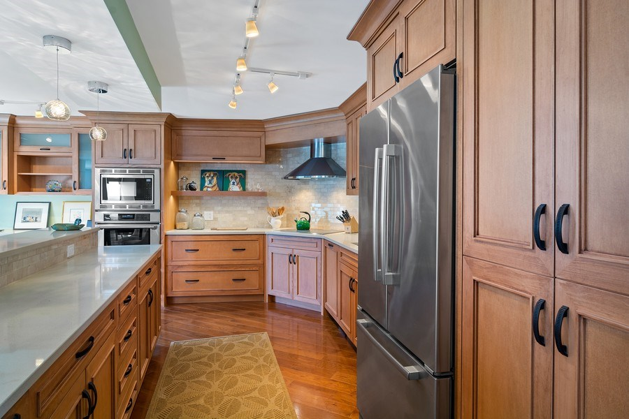 Real Estate Photography - 6101 N Sheridan Rd East unit 29-B, Chicago, IL, 60660 - Kitchen