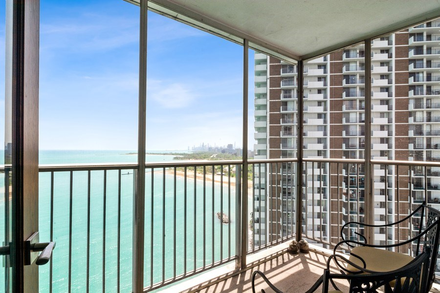 Real Estate Photography - 6101 N Sheridan Rd East unit 29-B, Chicago, IL, 60660 - Balcony