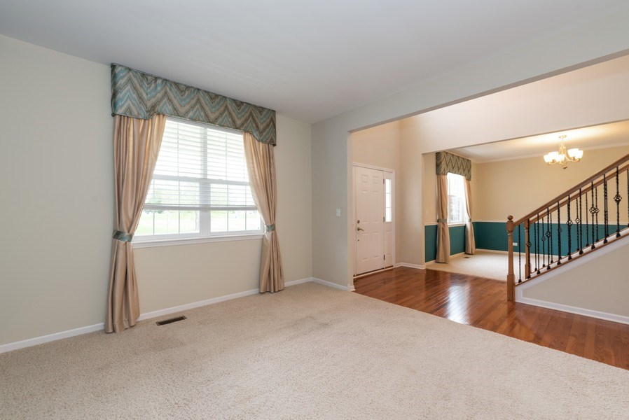 Real Estate Photography - 436 W Amberside Drive, Elgin, IL 60124, Elgin, IL, 60124 - Living Room