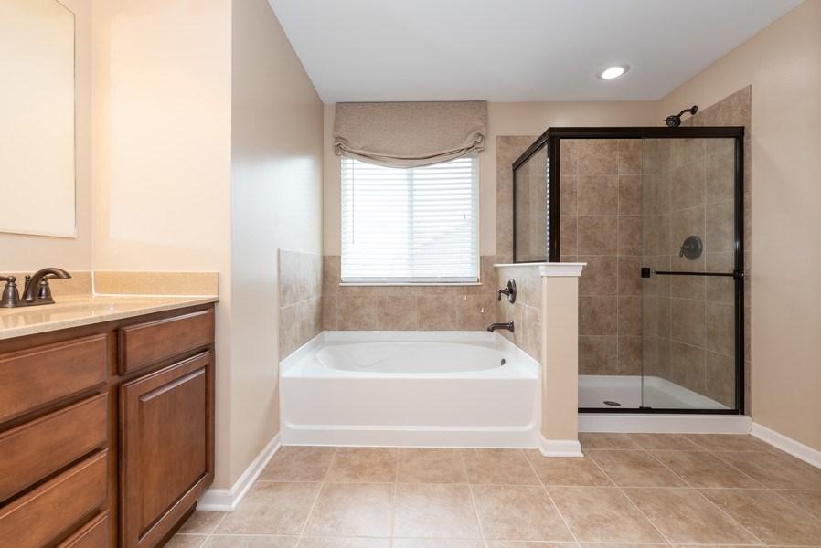 Real Estate Photography - 436 W Amberside Drive, Elgin, IL 60124, Elgin, IL, 60124 - Master Bathroom