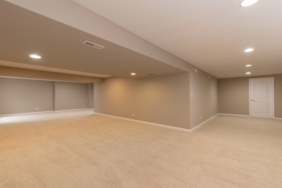 Real Estate Photography - 436 W Amberside Drive, Elgin, IL 60124, Elgin, IL, 60124 - Recreational Room
