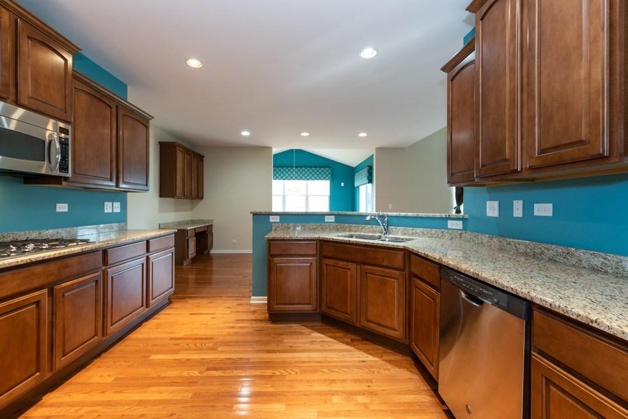 Real Estate Photography - 436 W Amberside Drive, Elgin, IL 60124, Elgin, IL, 60124 - Kitchen