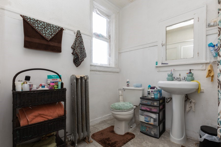 Real Estate Photography - 430 44th St, Chicago, IL, 60653 - Bathroom