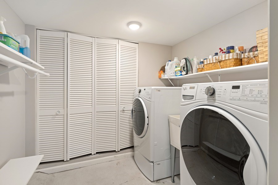 Real Estate Photography - 3820 Alta Vista Ter, Chicago, IL, 60613 - Laundry Room