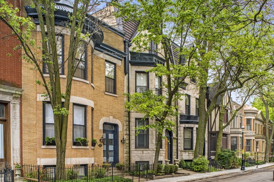 Real Estate Photography - 3820 Alta Vista Ter, Chicago, IL, 60613 - Front View