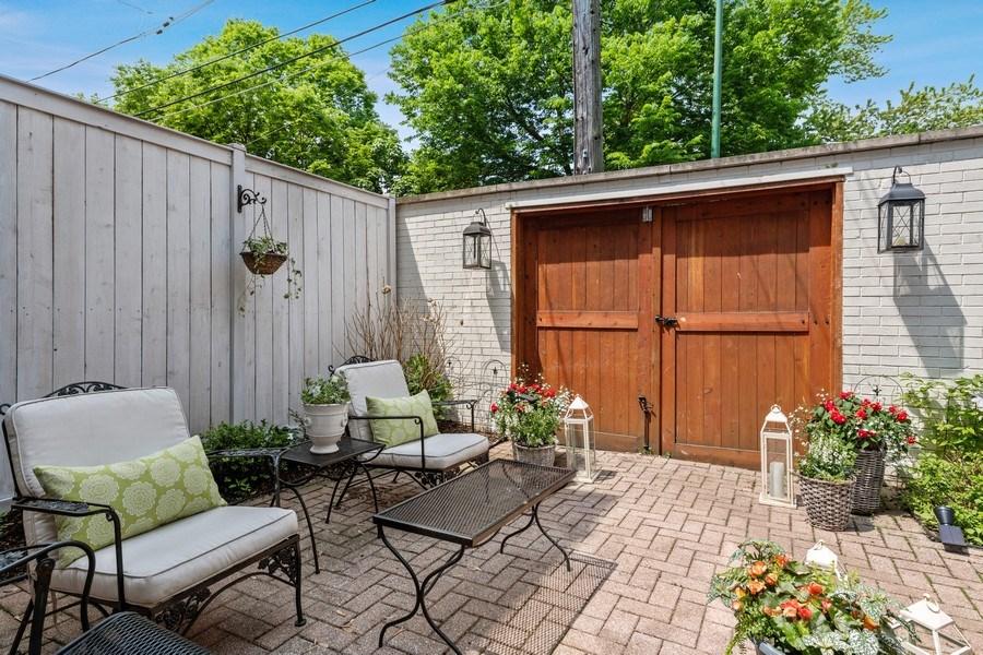 Real Estate Photography - 3820 Alta Vista Ter, Chicago, IL, 60613 - Patio