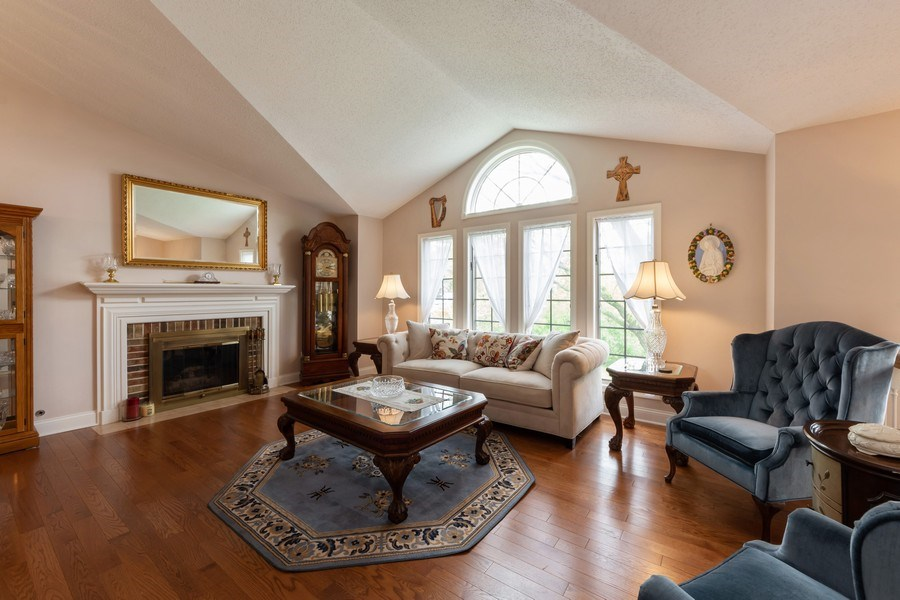 Real Estate Photography - 875 S Dwyer Ave, Arlington Heights, IL, 60005 - Living Room